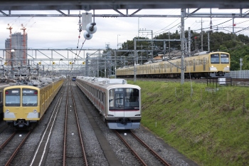 2011年9月6日、小手指車両基地、N101系にはさまれた東急4002F。