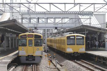 2011年9月17日、西所沢、右が6130レの1241F。