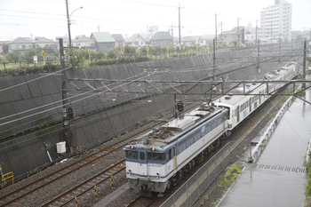 2011年8月21日10時29分頃、新秋津、到着するEF65-1095+1249F。