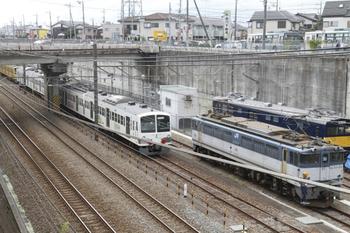 2011年10月1日 12時25分頃、新秋津、右からEF65-1101と1249F+263F。
