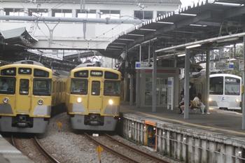 2011年10月15日、萩山、右端が1253Fの6489レ。