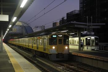 2011年10月16日、東長崎、2503F+2501Fの4215レ。奥は4005F+4019Fの下り回送列車。