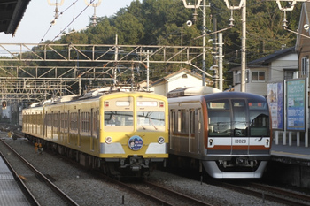 2011年10月23日、仏子、中線に停車中の271F+281Fの上り臨時。