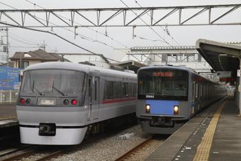 2011年10月23日、西所沢、左が10011Fのドーム91号。