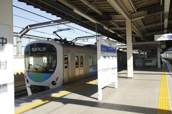 2011年11月25日 12時25分頃、中村橋、停車し客扱いした32102F+38104Fの4112レ(準急 池袋ゆき)。