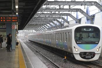 2011年12月3日 11時54分頃、練馬高野台、38107Fの下り回送列車。