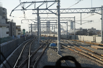 2011年12月24日、石神井公園、発車した下り列車から、上り線側を撮影。