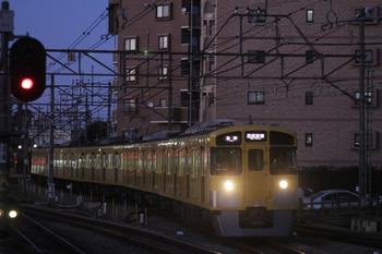 2011年12月30日 16時55分頃、東村山、5番ホームに到着する東村山始発の6354レ用上り回送列車の2513F+2529F。