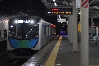 2020年11月2日。西所沢。到着する40102FのS-TRAINの505レ。右は6228レだった38103F。