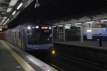 2020年11月2日 21時47分ころ。西所沢。2番ホームへ到着するY514Fの下り回送列車。