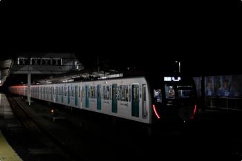 2020年11月3日 18時23分ころ。西所沢。1番ホームから発車した40151F(ドラえもん)の臨時快速7372レ。
