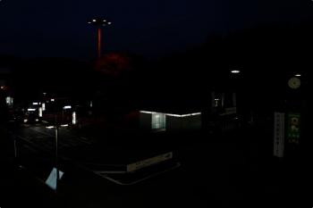 2020年11月8日 17時過ぎ。入間市駅前。暗さは実際にこんな感じでした。