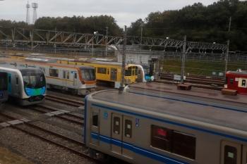 2020年11月8日 13時20分ころ。小手指車両基地。上り列車からメトロ17002Fが見えました。