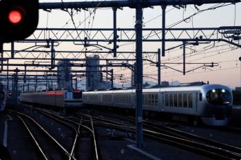 2020年11月14日。石神井公園。右は001-C編成の32レ。左は35S運用で折り返すメトロ7002F。
