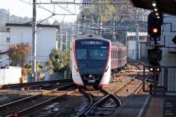 2020年11月15日。佐倉。佐倉どまりの快速で4番ホームに到着した都営5500形が、下り本線・下り方で折り返し、2番ホームへ入線。快速 西馬込ゆきになります。