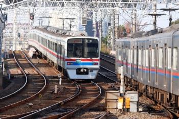 2020年11月15日 8時17分ころ。京成高砂。3411ほかの上野ゆき快速特急。