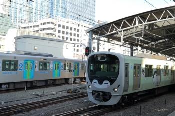 2020年11月16日 9時35分ころ。池袋。5・6番ホームから発車する38113Fの下り回送列車。
