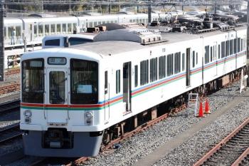 2020年11月16日 10時半ころ。小手指車両基地横の公道から。本来の目的だった、列車無線関係の工事と思われる4007F。