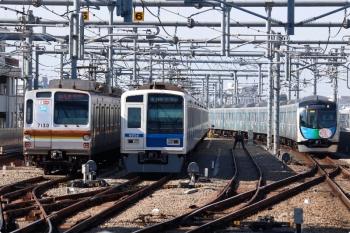 2020年11月16日。石神井公園。右から、40152Fの1802レ(32M)、16M運用で折り返し待ちの6152F、04S運用のメトロ7030F。