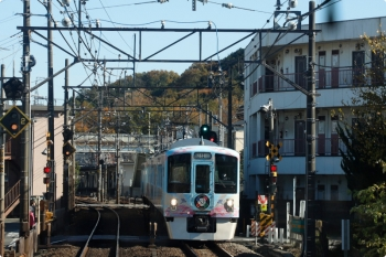 2020年11月21日。仏子〜元加治。5106レの車内から見えた4009F(52席)の下り列車。