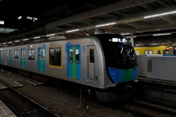 2020年11月29日。所沢。40101Fの2164レと新宿線の2000系の2692レ。