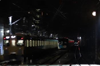 2020年11月30日。清瀬。中央が電留線で寝てた40152F、左は2069Fの5107レ。
