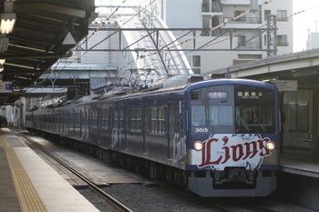 2012年1月8日、椎名町、3015Fの快速急行 西武秩父ゆき1007レ。
