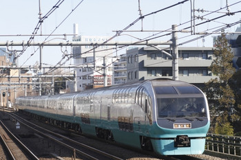 2012年2月12日、高田馬場、スーパービュー踊り子3号。