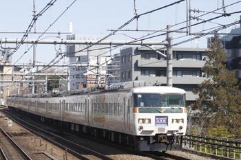 2012年2月19日、高田馬場、185系の4008M。