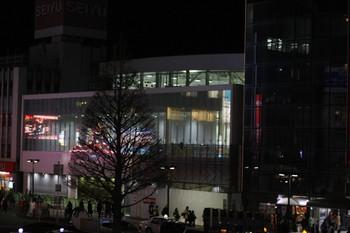 2012年2月21日、所沢駅西口、中央の白くガラス張りの建物が新駅舎。