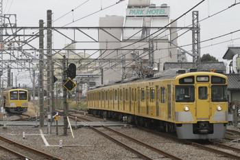 2012年3月4日 10時23分頃、所沢、右は2517Fの新宿線・下り回送列車。