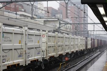 2012年3月17日、高田馬場、2077レの白いコンテナ。