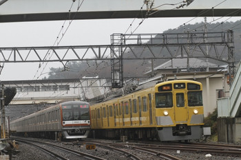 2012年3月18日、仏子、中線に止まるメトロ10022Fの下り回送列車。