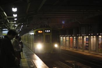 2012年3月23日、所沢、5番ホームに到着の2257レ(2465F+2097F)。