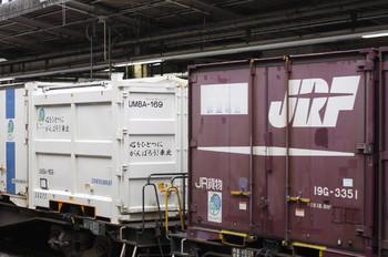2012年3月31日、池袋、左がUM8A-169コンテナ。