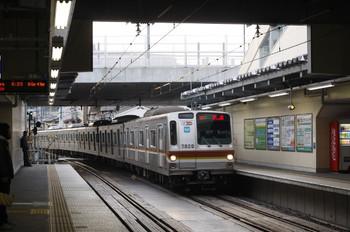 2012年4月3日 6時29分、椎名町、メトロ7020Fの下り回送列車。