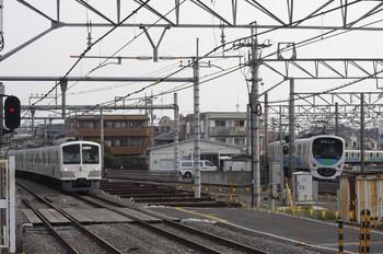 2012年4月16日 6時42分頃、所沢、左が1247Fの上り回送列車。