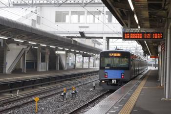 2012年4月27日、西所沢、発車した20151Fの6107レ。