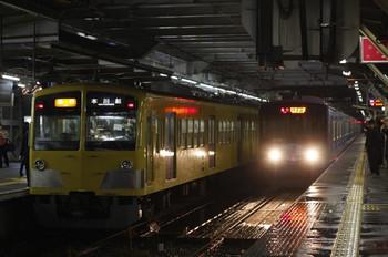 2012年5月2日、所沢、左が7分遅れで到着の1303F+295Fの2665レ。