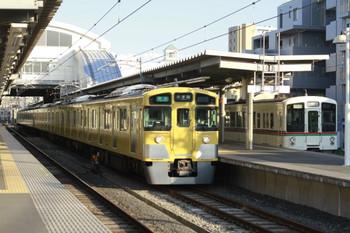 2012年5月12日、東長崎、左が2501F+2503Fの4215レ。