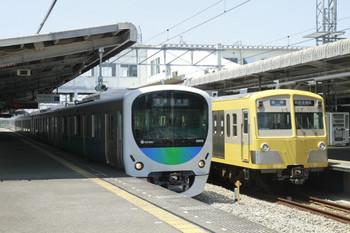 2012年5月19日、西所沢、左が6136レの38110F。