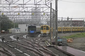 2012年6月9日 6時13分頃、保谷駅電留線、27番線の20152Fと28番線の2075F。