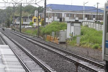 2012年6月16日 9時40分頃、秋津、ちょっと曲がって見える上り線のレール。