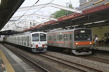 2012年7月7日、新秋津、中線に止まる八王子方面ゆきEF65-2117+西武1247F。