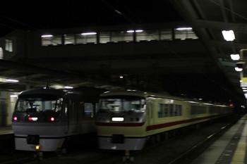 2012年7月28日 20時11分頃、仏子、中線の10105F回送列車の横を通過する46レ。