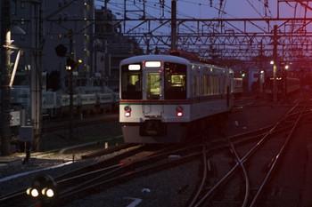 2012年7月28日19時1分頃、保谷、2番ホームから発車した4000系4+4連下り回送列車。