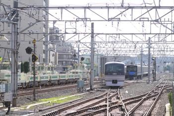 2012年7月29日 15時21分頃、保谷、2番ホームから下り本線へ進む10109Fの下り回送列車。