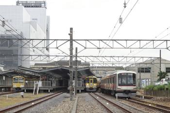 2012年8月14日 14時28分頃、飯能、右端が東急4106Fの「回送」列車。