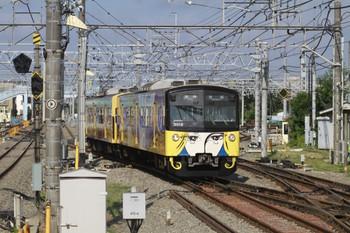 2012年8月13日 7時51分頃、保谷、5番線から2番ホームへ進む3011F。