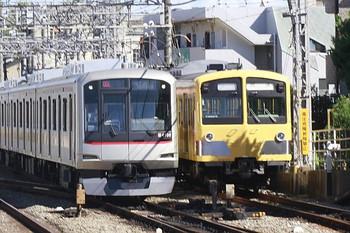 2012年8月19日、西所沢、引き上げ線の1241Fと東急4106Fの下り回送列車。